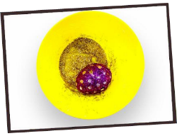 Roll eggs in contrasting coloured glitter