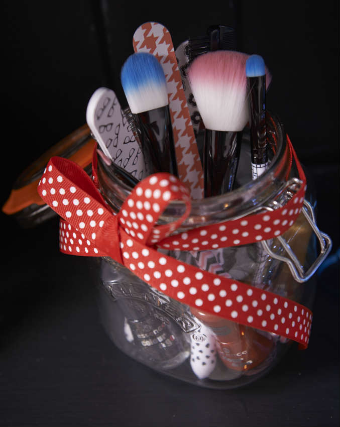 makeup brushes in a kilner jar