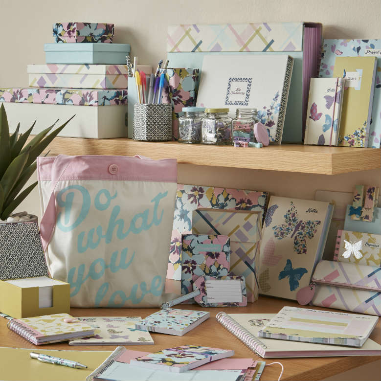 Reminisce stationery range