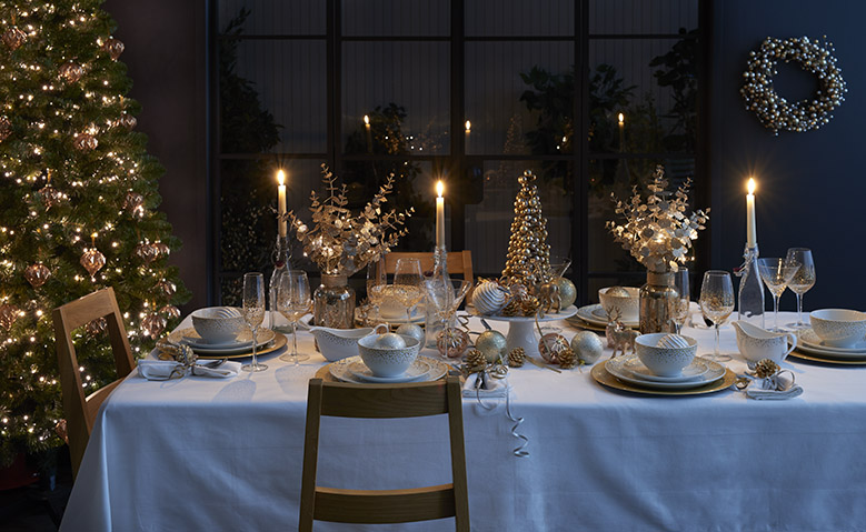 Dressing the table this christmas dinnerware and Christmas table dressing